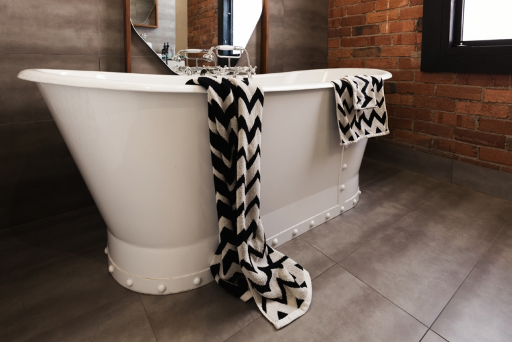Know the Materials When Choosing a Freestanding Bath