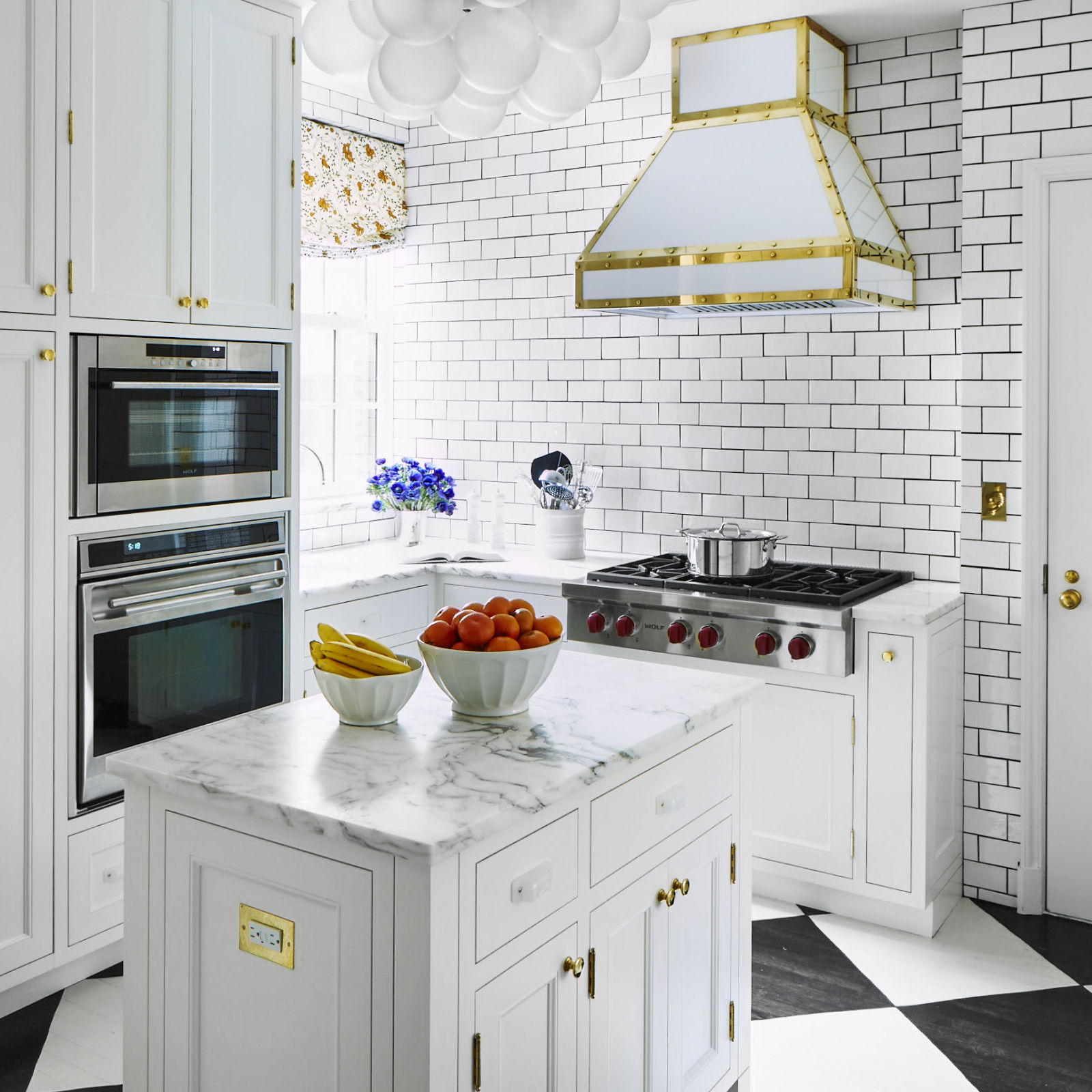 Pictures Of White Kitchens: Dream Big: Stylish Designs For Small Kitchens